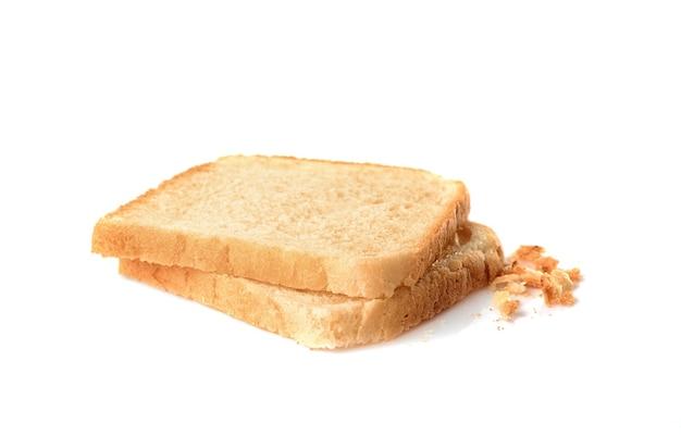 흰색으로 분리된 얇게 썬 빵 두 조각