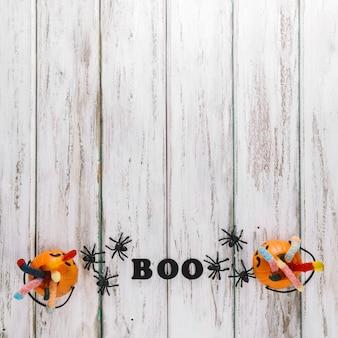 Две корзины с тыквой и надпись boo