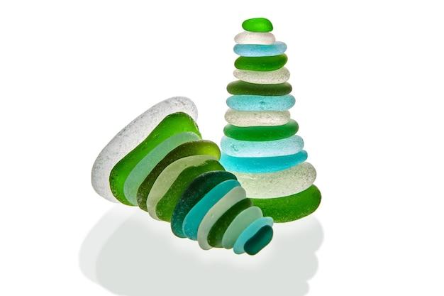 Две пирамиды из зеленого и синего морского стекла