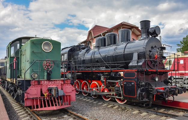 리가 역의 박물관에 있는 두 개의 희귀 열차