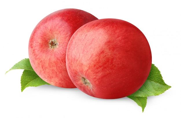 Два красных яблока над изолированными листьями