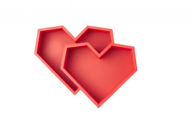 흰색 배경에 측면 심장 모양의 두 개의 빨간색 빈 상자 프리미엄 사진