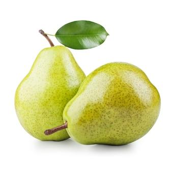 白で隔離される2つの熟した梨