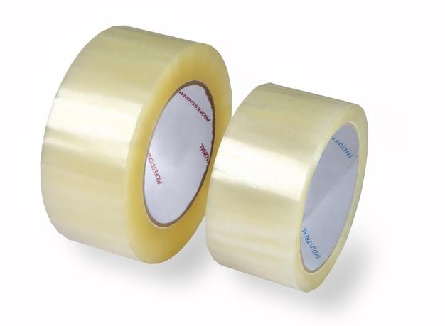 Два рулона прозрачной упаковки, скотч, разного диаметра, сфотографированы на белом фоне, изолированы, добавлены тени.