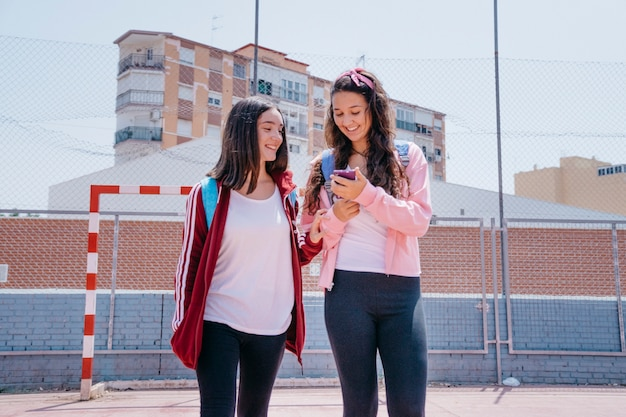 두 여학생