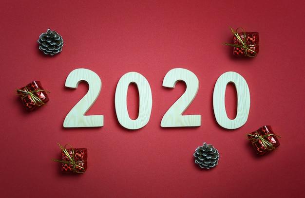 赤いアートペーパーの背景に22,000の数字。