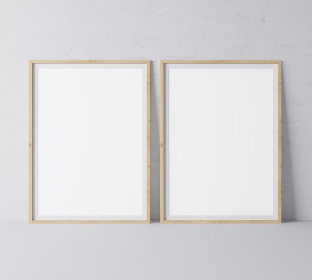 最小限の灰色の壁にモダンなデザインの2つの垂直木製フレーム