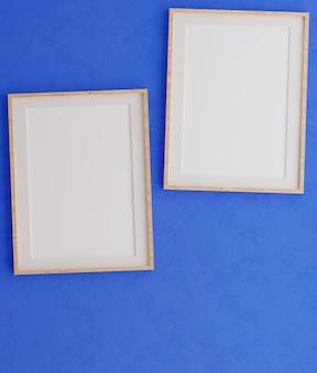 파란 벽에 두 개의 수직 나무 프레임