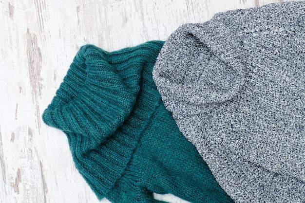 首付きの暖かいセーター2枚
