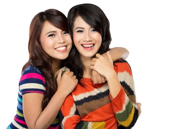 幸せな友情の2人の女性
