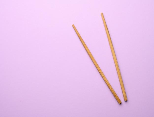 紫の2本の木の箸
