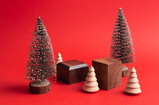Два деревянных пустых геометрических подиума на красном фоне минимальный макет в эко-стиле