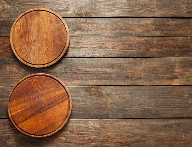 Две деревянные тарелки для пиццы