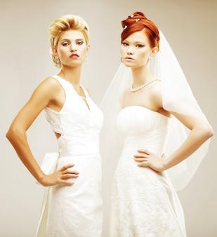 2人の若い花嫁