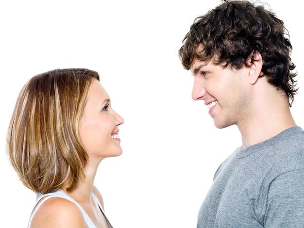 デートする2人の若者-白で隔離
