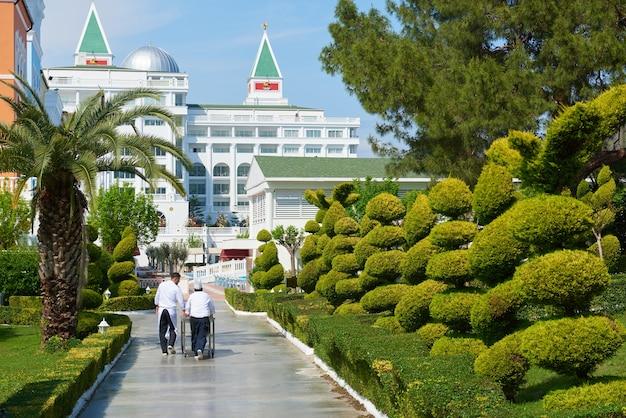 豪華なサマーヴィラホテルアマラドルチェヴィータラグジュアリーホテルを入力してください。美しい建築。ケメロボ・ケメル。七面鳥