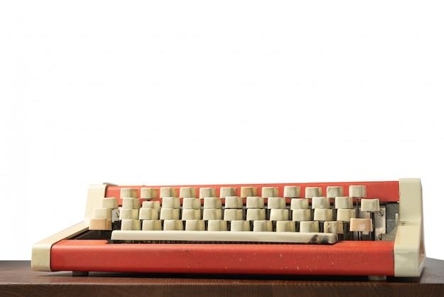 Пишущая машинка на столе, изолированные
