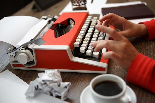 Пишущая машинка готова к выступлениям журналистов