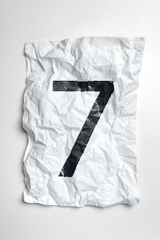 しわくちゃの紙に書かれた数字