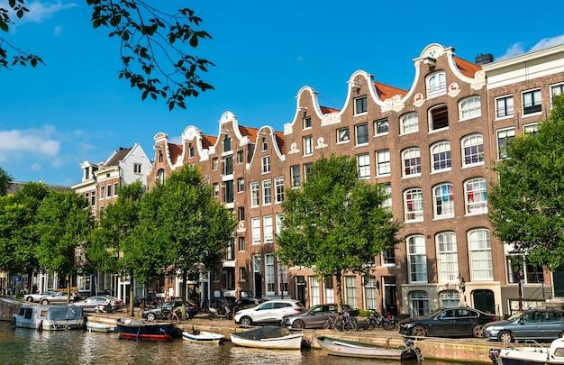 네덜란드 암스테르담의 전형적인 건축물
