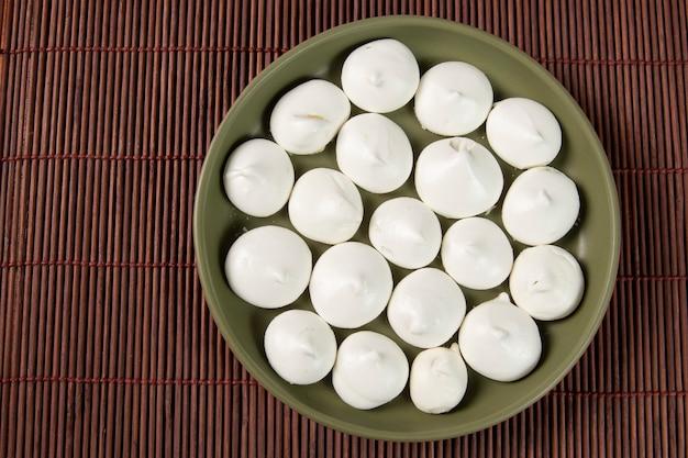 ブラジル製の典型的なパン屋のため息。卵白と砂糖で作った甘いもの