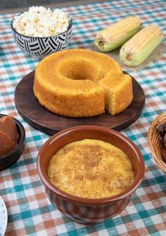 典型的なブラジルの 6 月祭りの食べ物。フェスタジュニーナ。