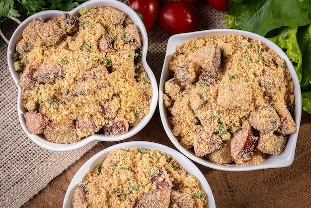 Farofa라는 브라질 요리의 전형적인 요리