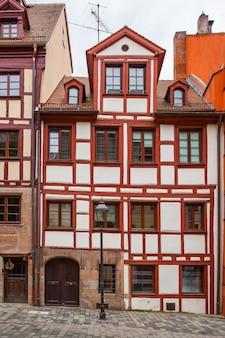 Типичный немецкий дом в нюрнберге, германия