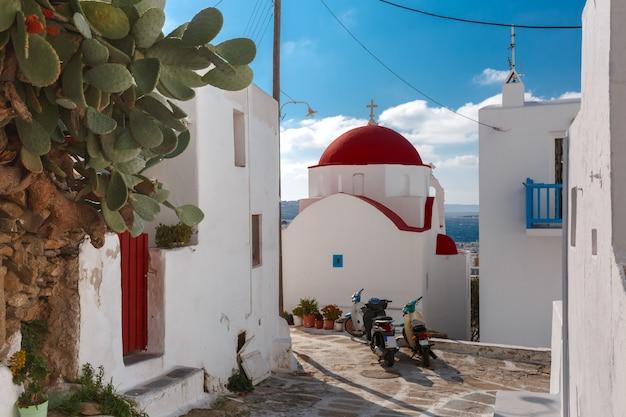 島ミコノス島、ギリシャの典型的なギリシャの白い教会