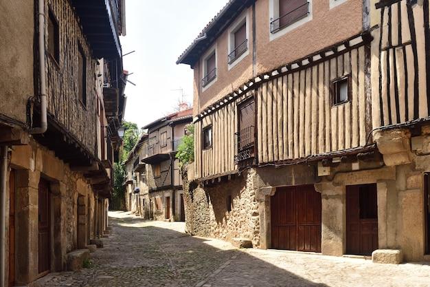 スペイン、カスティーリャイレオン、サラマンカ県、ラアルベルカの中世の村の典型的な家屋