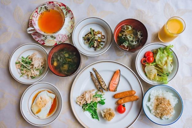 전형적인 일본식 아침 식사, 일식