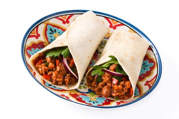 典型的なメキシコのブリトーは、牛肉、frijoles、野菜を分離してラップします。