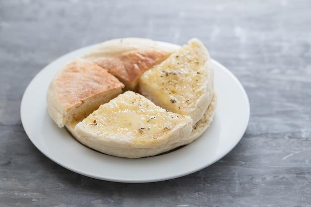 Типичный португальский хлеб мадейра боло ду како