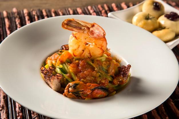 Типичное сицилийское блюдо лингвини с морепродуктами