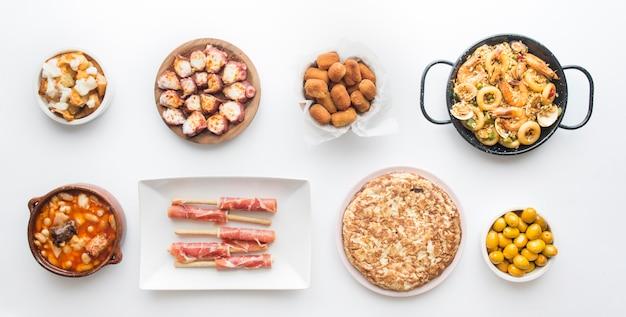 고립 된 전형적인 스페인 음식