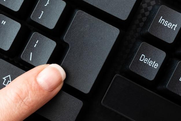 新しいブログコンテンツの入力、ムービースクリプトの作成、コンピューターコードの作成、重要な詳細の一覧表示、コンピューター化された文字、開発者プログラミングアプリケーション