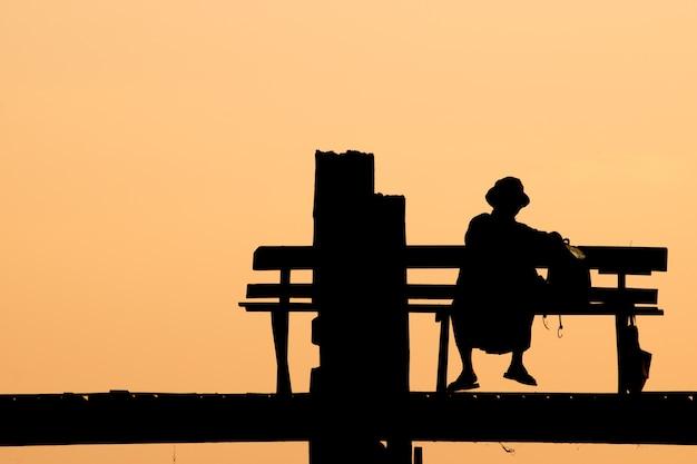 U bein bridge silhouette