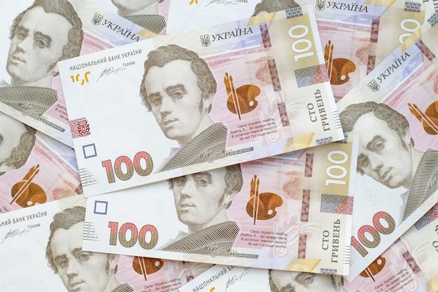 ウクライナのお金の現金、紙幣の山。グリブナの山、ウクライナの国立銀行のuah。