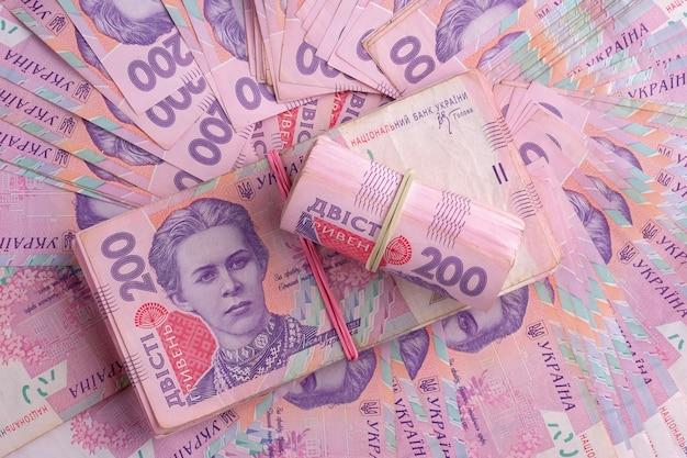 ウクライナ紙幣uahを束ねる