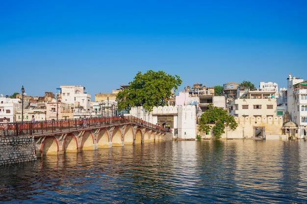 インドの風景の中のウダイプール市