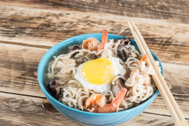 Udon noodles with mushrooms and shrimp
