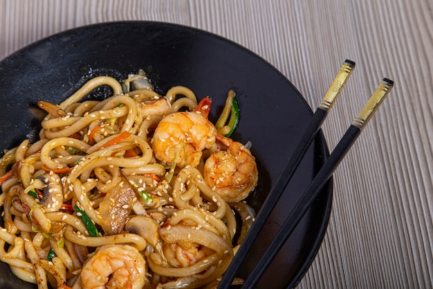 Udon noodles with prawns and vegetables