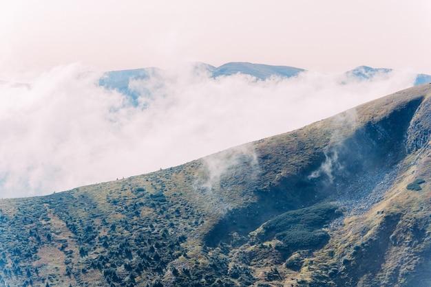 ウクライナのカルパティア山脈。山のホヴェールラからの眺め