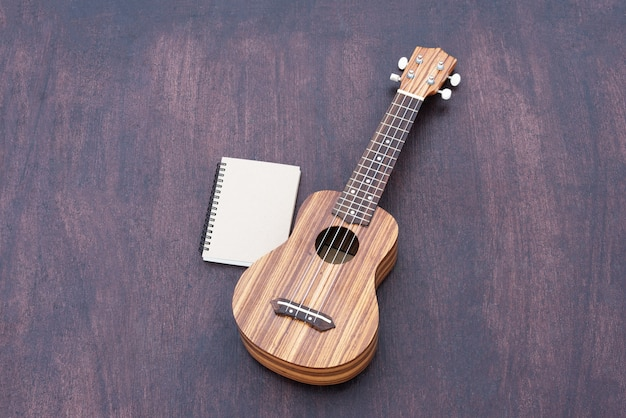 The ukulele with the notebook