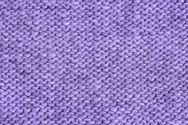 Ультрафиолетовая вязаная текстура. трикотаж ручной работы, обратная строчка. фон пряжи