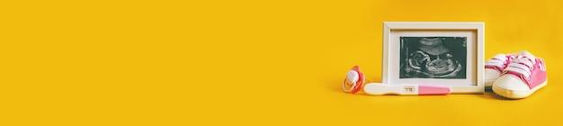 Ультразвуковой снимок фотографии ребенка и аксессуаров