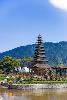 Ulun danu beratan temple in bali, indonesia