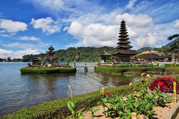 Ulun danu bratan temple on bali, indonesia