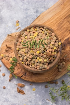 Сырые бобовые чечевицы