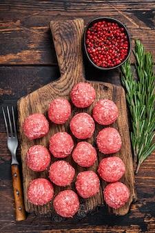 Сырые сырые котлеты из говядины и свинины
